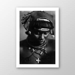 Frau mit traditionellem Muhimba-Schmuck